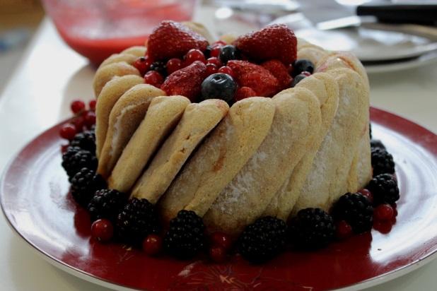 charlotte au fraises et fruits rouges