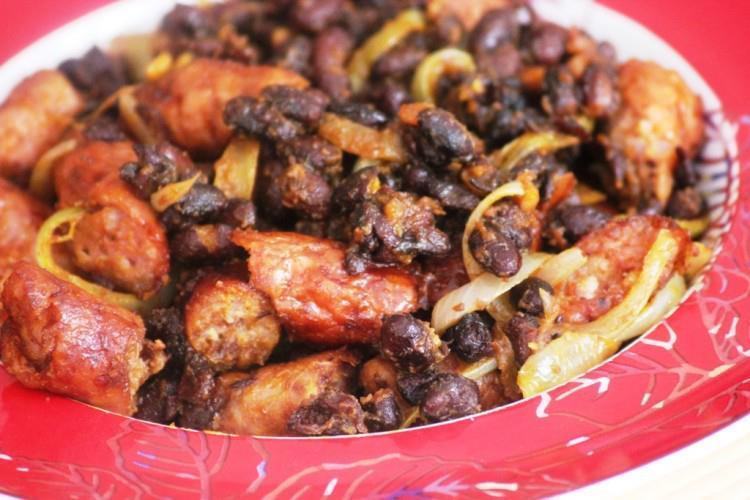 Saucisses-fumees-aux-Haricots-noirs-sautes