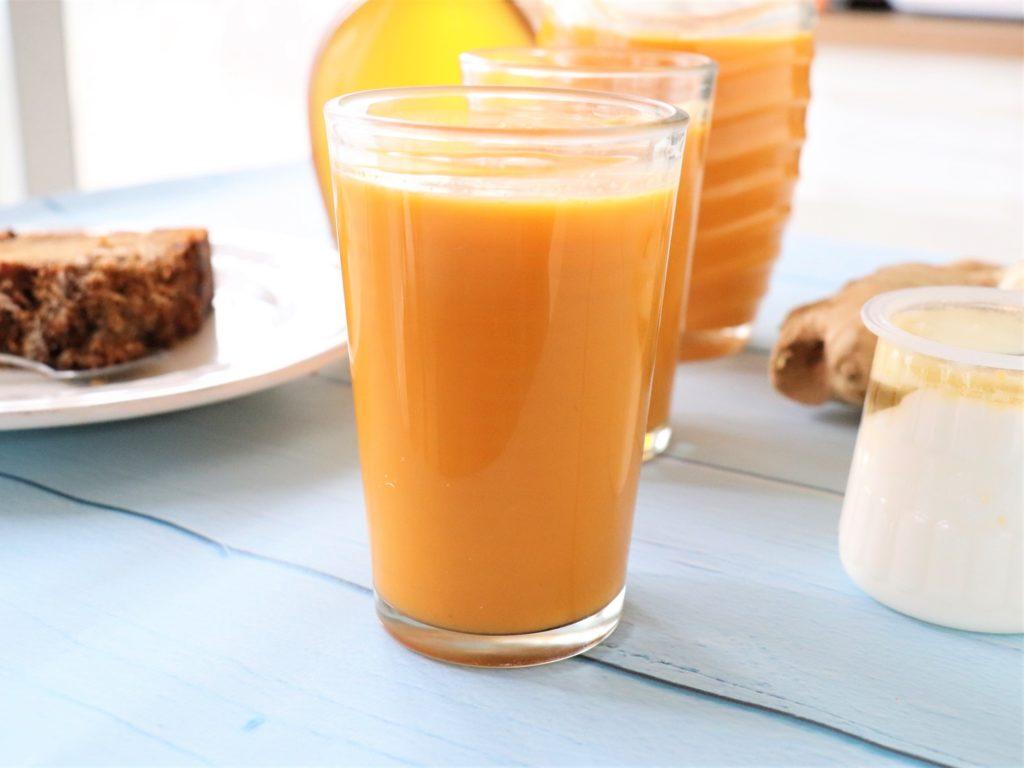 Jus de carottes, pommes, gingembre et citronnelle